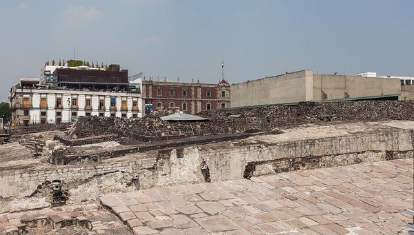 Aztekerne  Templo Mayor  Mexico D F   Mexico  2013 10 16  DD 111  wikimedia