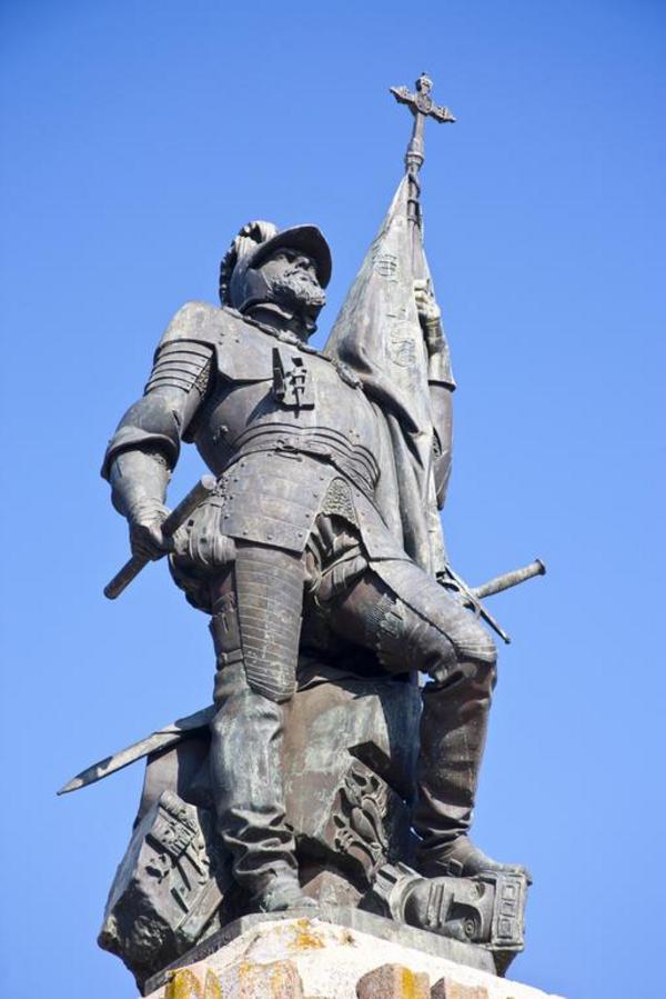 statue af cortes csp shutterstock 01